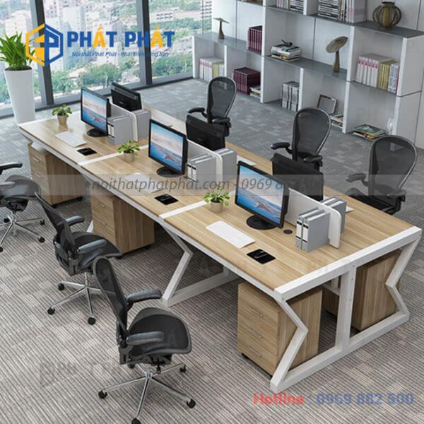 Bàn văn phòng có vách ngăn ngày càng được sử dụng rộng rãi - 1